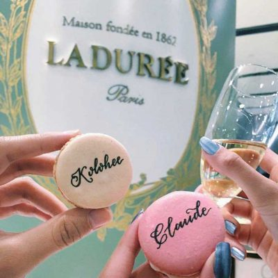 Ladurée - Edible calligraphy on macarons
